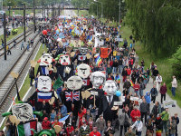 photo of protests at 2007 g8 meeting